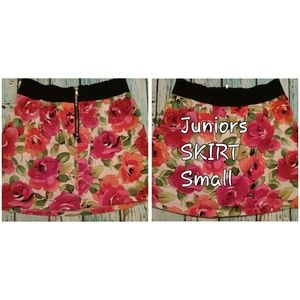 ❣Body central Juniors floral skirt Small